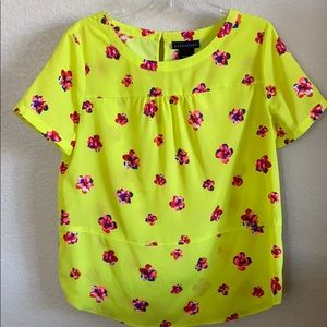 Yellow fluorescent flower print